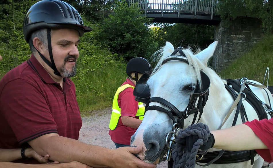 New driver Gerardmeets our pony Tinker